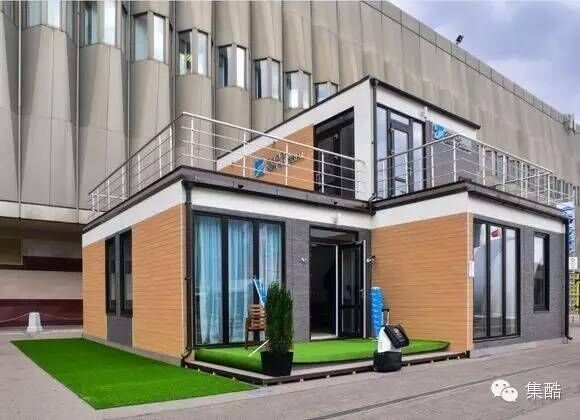 --> 随着全球经济快速发展,各行业尤其是建筑、地产、旅游等领域对环保、节能的要求越来越高。集装箱酒店建筑是集结构、保温、隔音、水电、暖通、节能、智能、内部 高质量装修于一体,钢结构模块化建筑体系。其建筑优势明显,必将成为今后工业发展的重点方向。以集装箱酒店为例,外观与普通酒店无异。房内从浴室、石膏板 墙面到电源插座一应俱全。由于经过特殊处理,这种特殊客房具有绝缘隔热、坚固耐用的特点。集装箱酒店的建造材料可以回收再利用,一旦酒店将来退休,用 于搭建客房的集装箱经拆卸,其优质钢材可以循环利用,符合环保理
